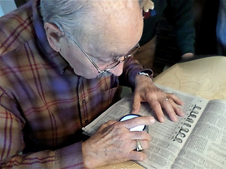 macular degeneration aids for reading - how to to turn daily newspapers into large print newspapers