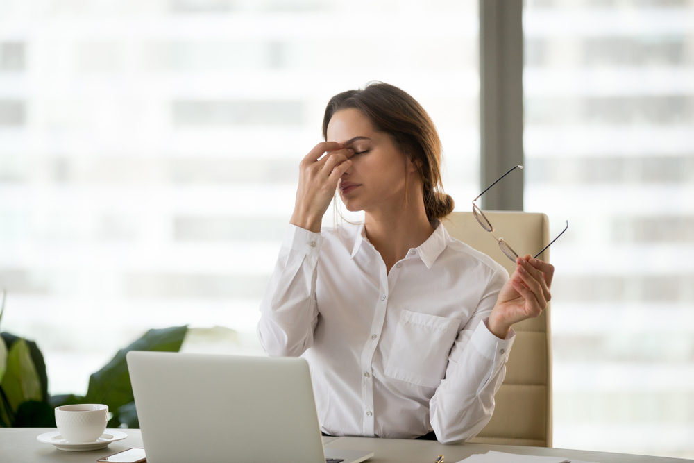 reduce computer eye strain by blinking