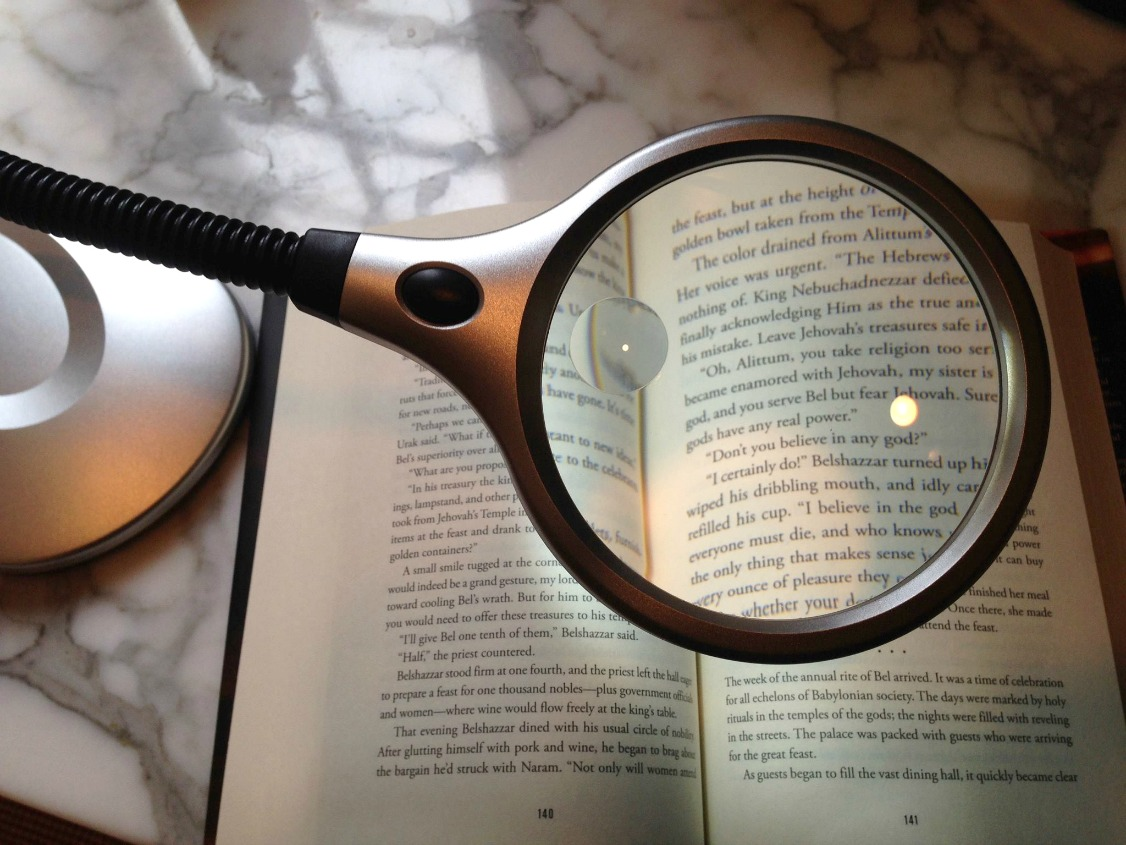 book magnifier using magnifying desk lamp