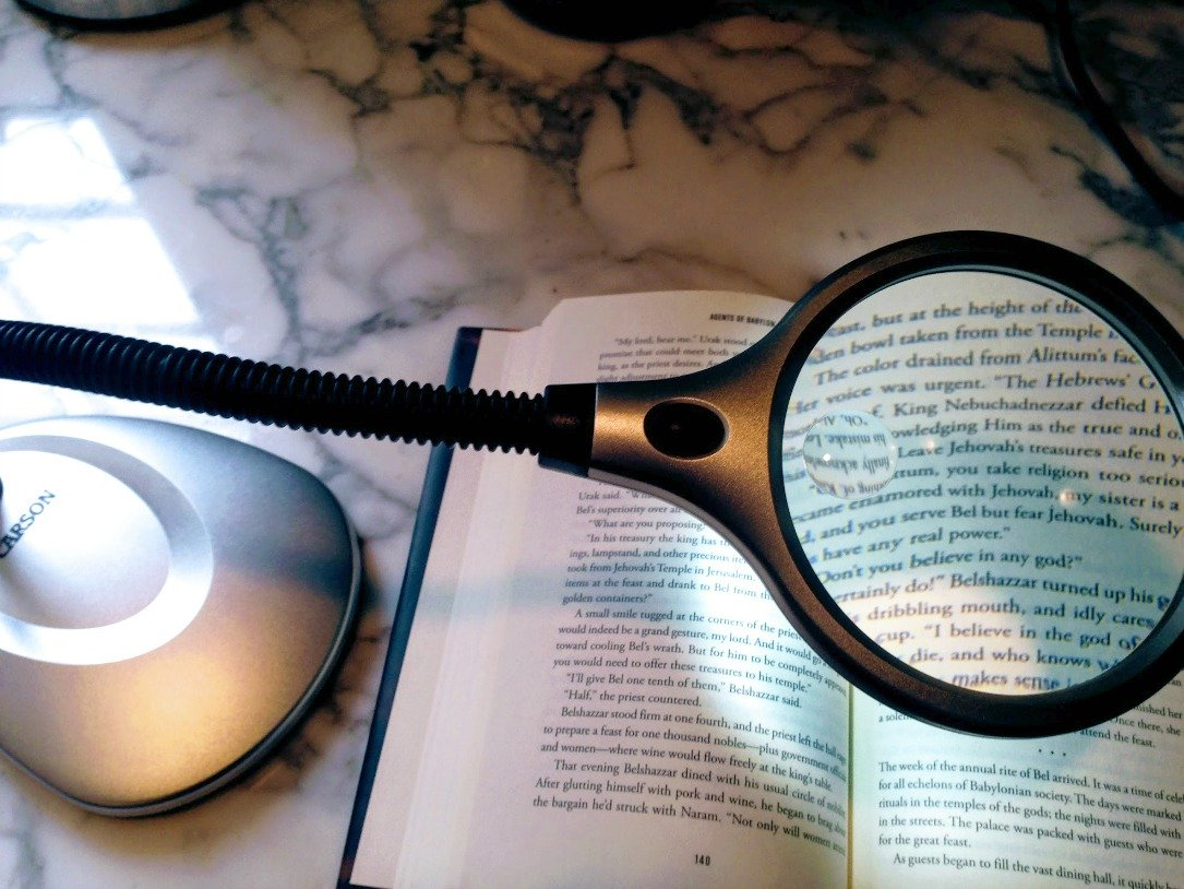positioning your magnifying desk lamp