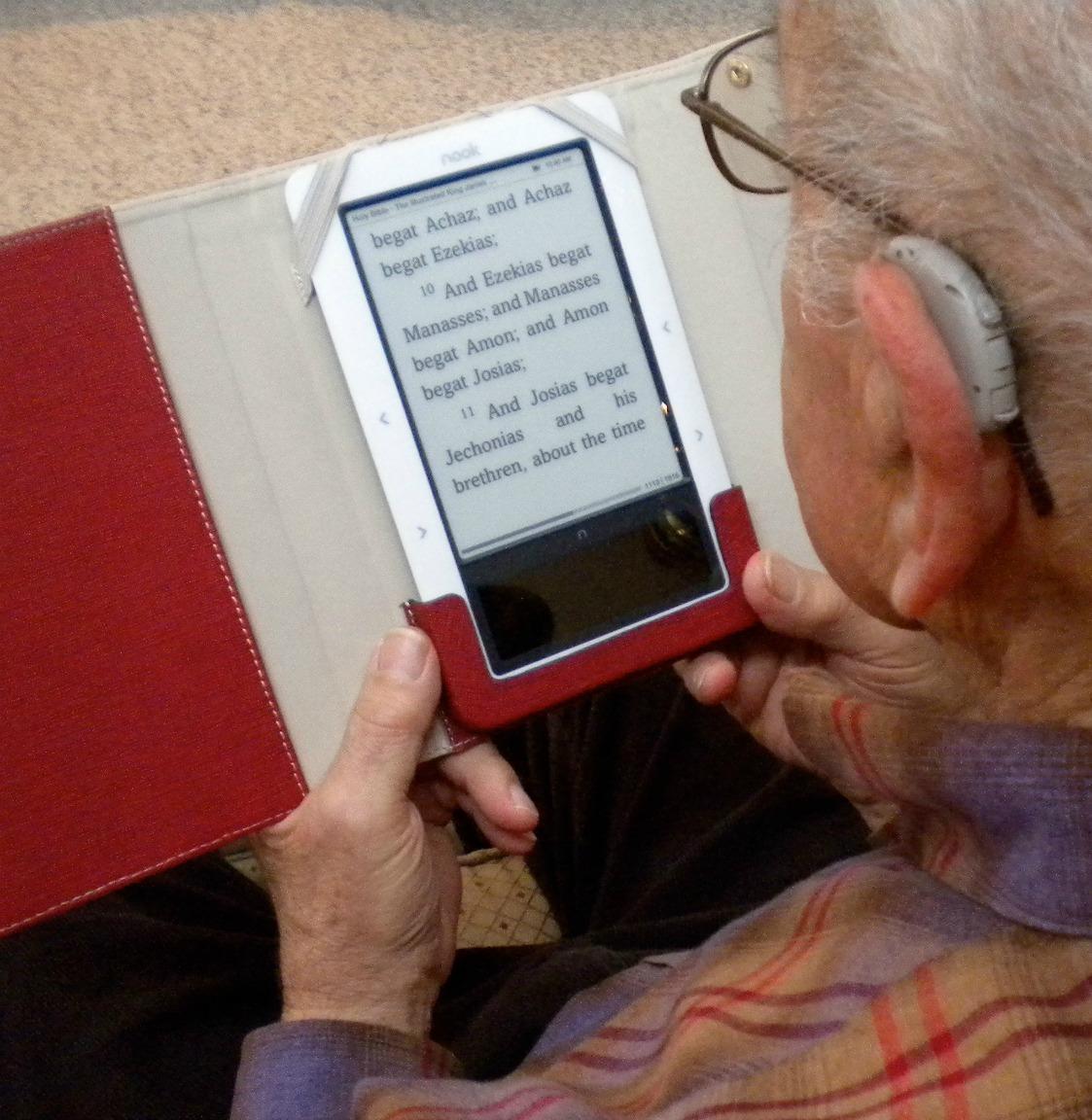 best e book reader for macular degeneration